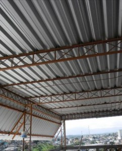 Telhado com telha metálica